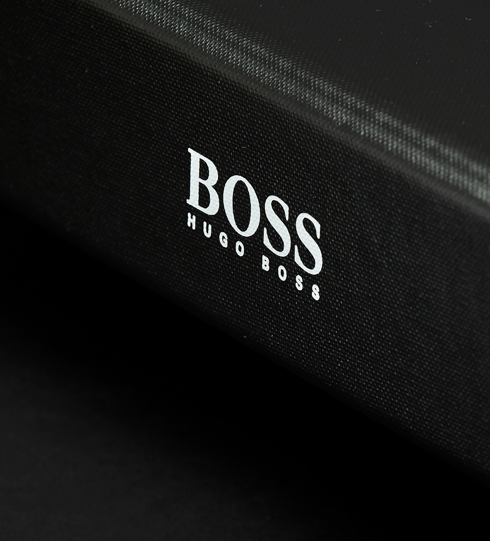 Hugo Boss_foldertilt_996x1100